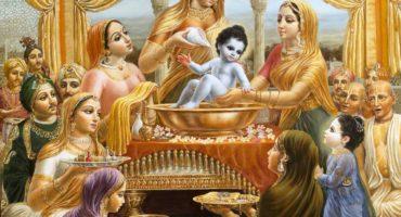 Mother Yashoda bathes Krishna